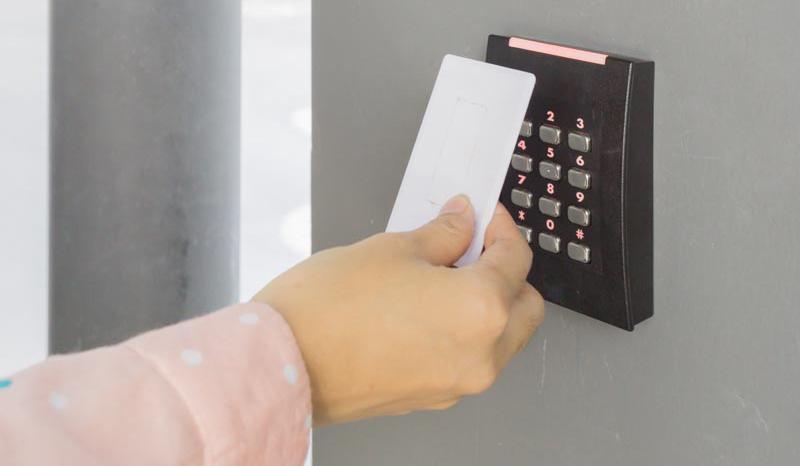 Xu hướng chuyển đổi máy chấm công thẻ từ